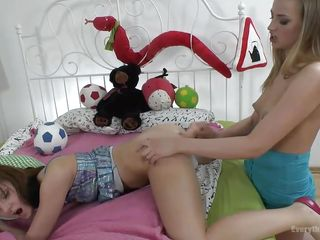 Порно большие игрушки в жопе
