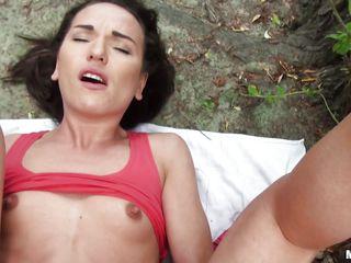 Порно первый раз в попу вк